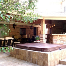 Rustic Patio by Outdoor Homescapes of Houston