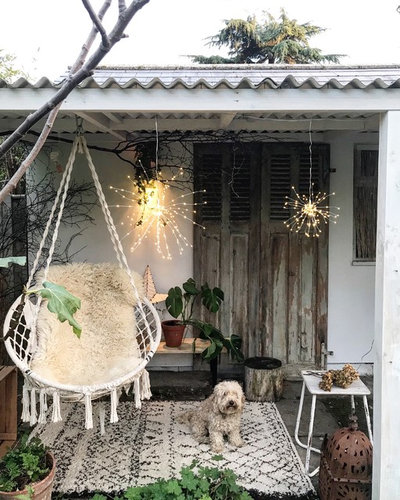 Shabby-chic Style Courtyard by Dee Campling