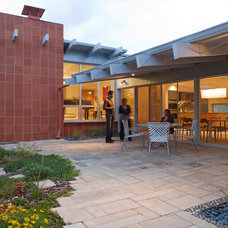 Modern Patio by roth sheppard architects