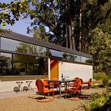 Modern Patio by Schwartz and Architecture