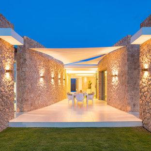 Imagen de patio mediterráneo, en patio, con toldo