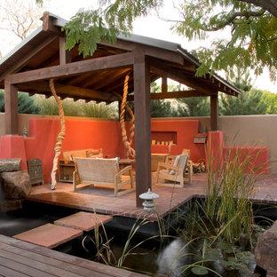 Idee per un patio o portico etnico in cortile con fontane, pavimentazioni in mattoni e una pergola
