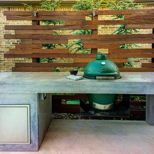 Diseño de patio industrial, pequeño, sin cubierta, en patio trasero, con cocina exterior y losas de hormigón