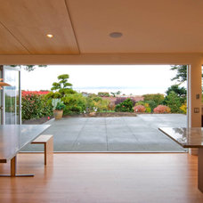 Modern Dining Room by LaCantina Doors