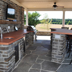 traditional patio by Clearwater Landscape & Nursery