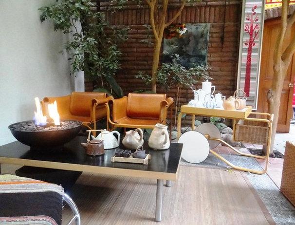 Modern Patio by Carolina Katz + Paula Nuñez