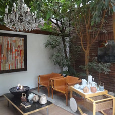 Modern Patio by Carolina Katz + Paula Nuñez