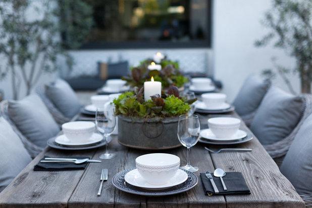 Contemporary Courtyard by Garden Studio