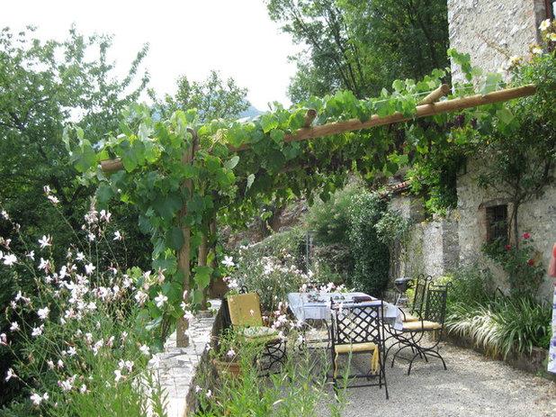 Mediterranean Patio by Garden Pacific
