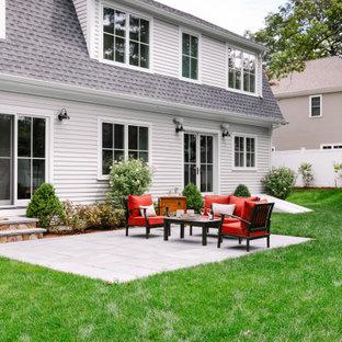 Foto di un patio o portico country di medie dimensioni e dietro casa con graniglia di granito