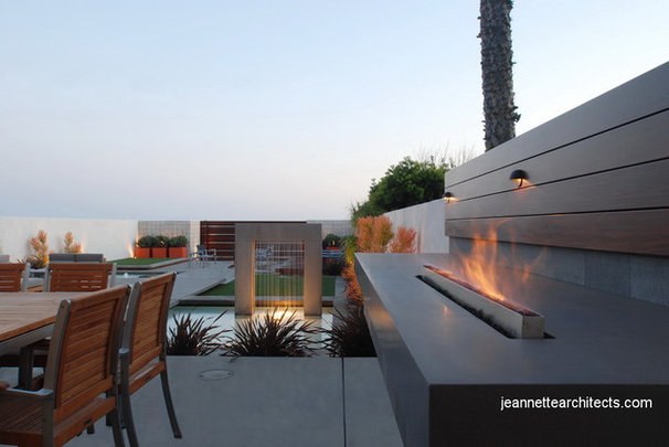 Modern Patio by Jeannette Architects