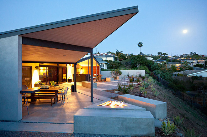 Modern Patio by Silva Studios Architecture