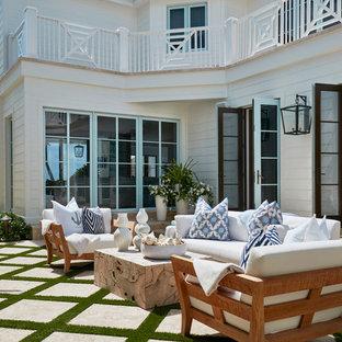 Idee per un patio o portico stile marino con nessuna copertura