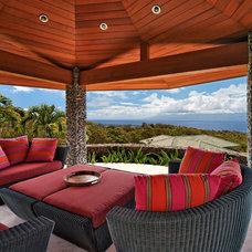 Tropical Patio by Rick Ryniak Architects