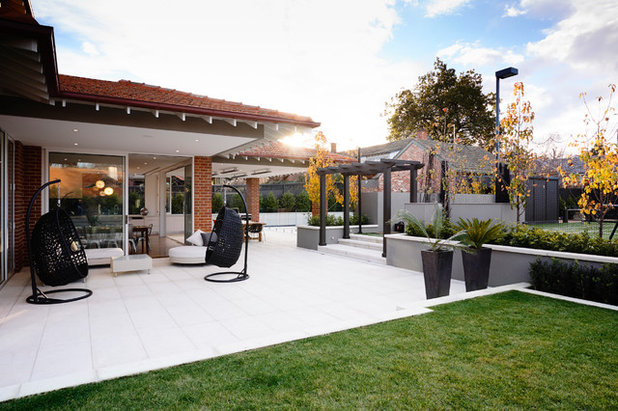 Contemporary Patio by Canny