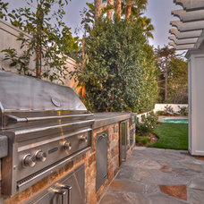 Transitional Patio by Spinnaker Development