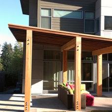 Contemporary Patio by Metropolitan Construction LLC