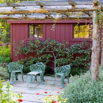 Kitchen Garden: Small seating area