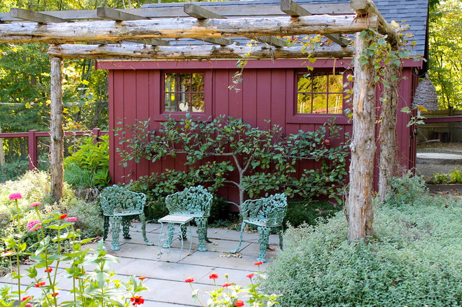 Traditional Patio by Christine Darnell Gardens
