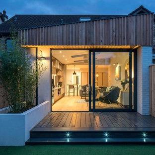 Contemporary patio in Dublin.