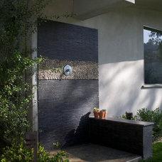 Contemporary Patio by katie moss landscape design