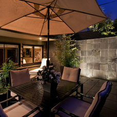 contemporary patio by Synthesis Design Inc.