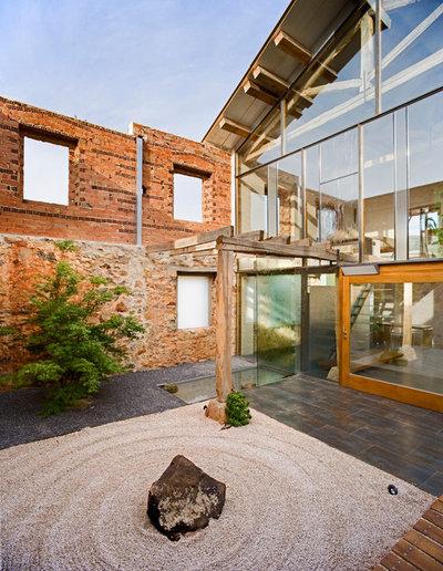Industrial Patio by Jesus Castillo Oli Arquitecto