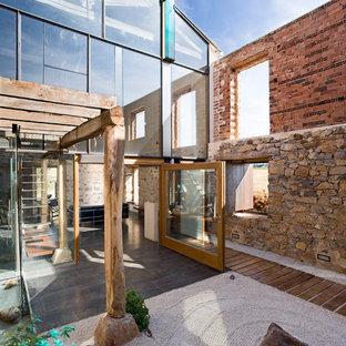 Imagen de patio industrial, de tamaño medio, sin cubierta, en patio, con gravilla