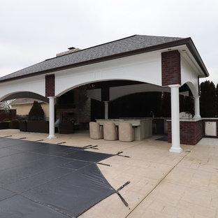 Ispirazione per un grande patio o portico shabby-chic style dietro casa con un caminetto, cemento stampato e un gazebo o capanno