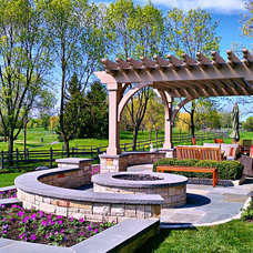 Traditional Landscape by Romani Landscape Architecture