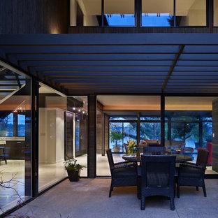Inspiration pour une terrasse minimaliste avec une pergola.