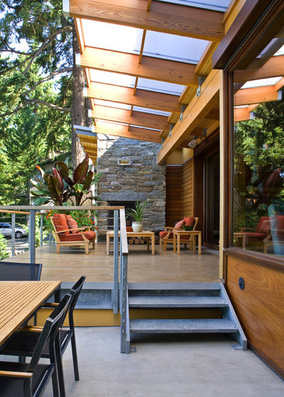 Contemporary Patio by Darwin Webb Landscape Architects, P.S.