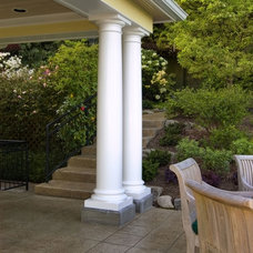 Traditional Patio by ROM architecture studio