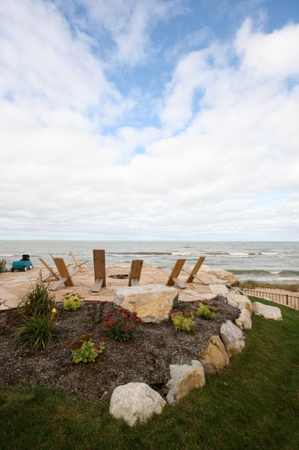 Traditional Landscape by Cottage Home, Inc.