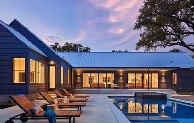 Houzz Tour: A Modern Texas Farmhouse Zigzags Through the Trees