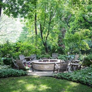Ispirazione per un grande patio o portico stile rurale dietro casa con un focolare, pavimentazioni in pietra naturale e nessuna copertura