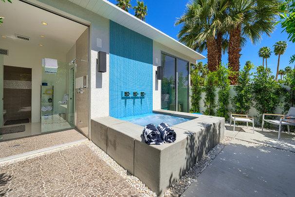 Modern Patio by H3K Design