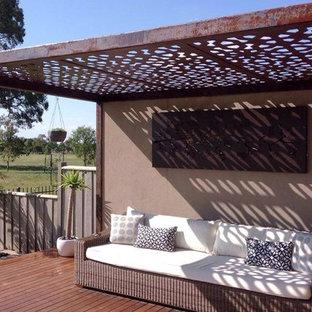 Ispirazione per un grande patio o portico boho chic dietro casa con un gazebo o capanno