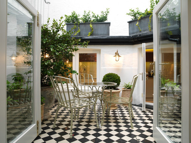 Traditional Patio by Bestique