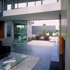 Modern Patio by Ehrlich Architects