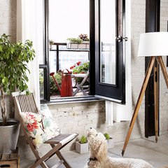eclectic patio by Aristea Rizakos