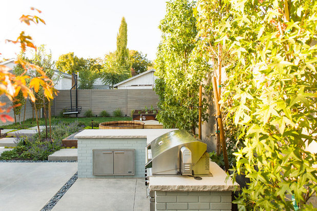 Transitional Patio by Landform Design Group