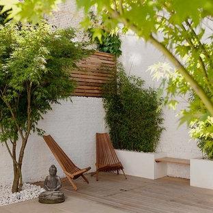Diseño de patio contemporáneo con entablado