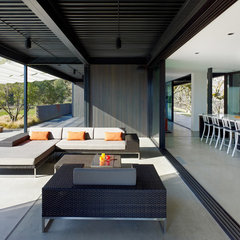 modern patio by Marmol Radziner