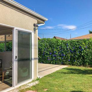 Immagine di un patio o portico tradizionale di medie dimensioni e nel cortile laterale con nessuna copertura e cemento stampato