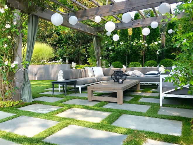Transitional Patio by Imprints Landscape Architecture