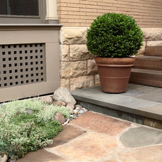 Traditional Patio by LU|A