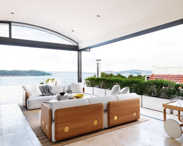 Transitional Patio by Luigi Rosselli Architects