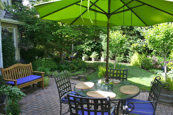 Traditional Patio by Visionscapes NW Landscape Design