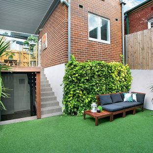Esempio di un patio o portico scandinavo dietro casa con una pergola